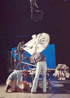 Making Star Wars - behind the scenes Star Wars Ships, Star Wars Art, Star Trek, Princesa Leia, Star Wars Models, Episode Iv, Star Wars Pictures, The Force Is Strong, A New Hope