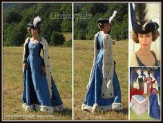 Unicornis. Ubiory dawne od podszewki: Suknia dworska z jedwabiu, pocz. XV wieku / Courtly, silk dress, early 15th century.
