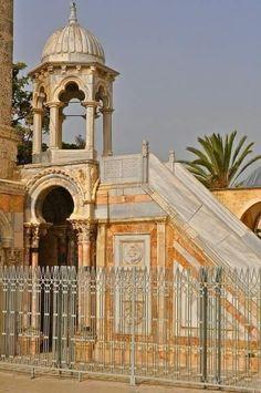 معلومة منبر برهان الدين يقع في الجانب الجنوبي من صحن قبة الصخرة المشرفة أنشأه قاضي القضاة برهان الدين بن Islamic Architecture Beautiful Mosques Mosque