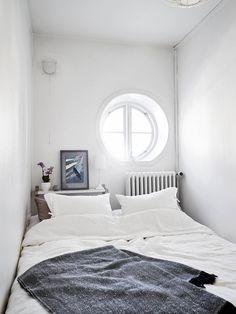 Tiny bedroom little spaces cozy bedroom, bedroom decor и hom Tiny Bedroom Storage, Small Space Bedroom, Small Space Living, Small Rooms, Small Apartments, Small Spaces, Bed Nook, Bedroom Nook, Dream Bedroom