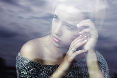 Portret przez szybę . Canon 7D 50mm 1.4