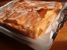 ¡¡¡ Tierna y esponjosa!!! Ingredientes: - 300 gr de azúcar - la corteza de un limón (solo la parte a... Sweet Recipes, Cake Recipes, Vegan Recipes, Dessert Recipes, Desserts, Queen Cakes, Donuts, Almond Cakes, Cupcake Cakes