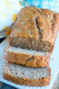 This 4 ingredient banana bread using cake mix is a great breakfast, dessert or snack! A quick banana bread recipe using overripe bananas we love. Bread Maker Recipes, Dump Cake Recipes, Banana Bread Recipes, Dessert Recipes, Quick Banana Bread, Cake Mix Banana Bread, Banana Nut, Recipe Using Overripe Bananas, Easy Desserts