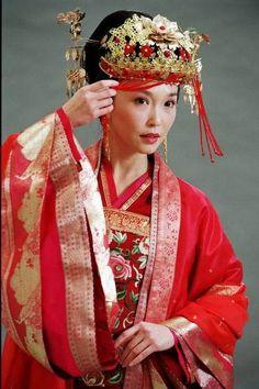I Heart Wedding Dress: Traditional Chinese Wedding Dress Asian Wedding Dress, Wedding Dresses Uk, Wedding Attire, Chinese Wedding Dress Traditional, Traditional Dresses, Chinese Style, Outfits Casual, Winter Fashion Outfits, Geisha