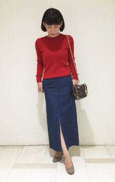 店頭でも大人気のCLASSYタイアップコーディネートです。 肌寒くなって来た今の季節にぴったりのリブニットに、スリットがセクシーなタイトスカートで大人カジュアルな着こなしに☆