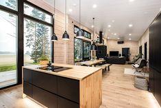 Black log home into a rural setting - Honka Modern Cabin Interior, Luxury Interior Design, Modern House Design, Kitchen Interior, Interior Design Living Room, Modern Homes, Minimal Kitchen Design, Design Kitchen, Log Home Decorating