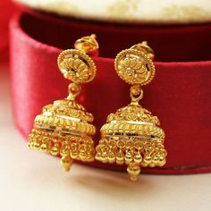 Fulfill a Wedding Tradition with Estate Bridal Jewelry Gold Ring Designs, Gold Bangles Design, Gold Earrings Designs, Gold Jewellery Design, Handmade Jewellery, Gold Jewelry Simple, Stylish Jewelry, Tanishq Jewellery, Gold Jhumka Earrings