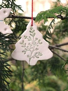 By Hook and Thread: Christmas Ornaments-Das style - Clay ornaments Clay Christmas Decorations, Polymer Clay Christmas, Diy Christmas Ornaments, Handmade Christmas, Homemade Ornaments, Polymer Clay Ornaments, Dough Ornaments, Ornament Crafts, Christmas Projects