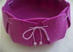 http://www.usefuldiy.com/diy-beautiful-felt-basket/