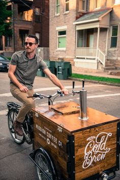 Our Cold Brew Coffee Bike Cafe is the perfect low-overhead cold brew coffee business. Pour coffee from a tap! Food Cart Design, Food Truck Design, Coffee Carts, Coffee Truck, Bike Coffee, Coffee Meme, Coffee Quotes, Anjou Velo Vintage, Mobile Food Cart