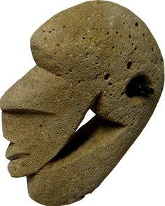 Réf 70 Tête sculptée, pierre, 12.000XPF