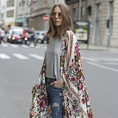 we have presented you different stylish ways to wear kimono to look glamorous. Let it be any outfit a kimono with it will make you look splendid. Boho Outfits, Street Style Outfits, Looks Street Style, Looks Style, Casual Outfits, Bohemian Outfit, 30 Outfits, Bohemian Fashion, Bohemian Kimono