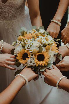 5 dicas fundamentais para escolheres as melhores damas de honor. #casamento #damas #dicas #escolher #tarefas #papéis #estilos #vestidos #casamentospt Wedding, Ring Boy, Bachelorette Scavenger Hunt, Wedding Favor Crafts, Weddings, Tips, Bridesmaids, Valentines Day Weddings, Marriage