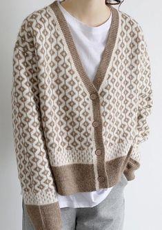 Sweater Knitting Patterns, Knitting Stitches, Knitting Designs, Knitwear Fashion, Knit Fashion, Womens Fashion, Warm Dresses, Knitted Coat, Crochet Clothes