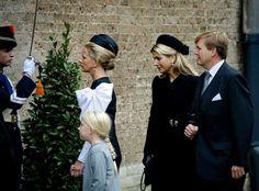 Vandaag is het Allerzielen en de koninklijke familie had deze speciale dag uitgekozen voor een herdenkingsdienst van de in augustus begraven Prins Friso,