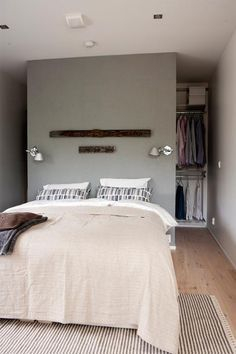 begehbarer-kleiderschrank-hinter-bett walk-in-closet-behind-bed Learning to make a new parti Closet Bedroom, Home Bedroom, Small Bedroom Wardrobe, Closet Space, Bedroom Curtains, Bedroom Decor, Bedroom Lighting, Room Divider Ideas Bedroom, Bedroom Country