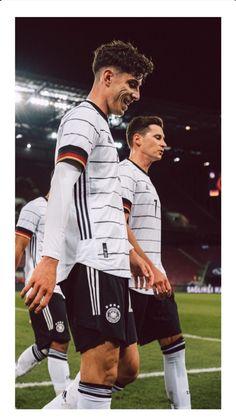 Soccer Boys, Football Boys, Chelsea Fc Players, Dfb Team, Soccer Photography, Champions Of The World, Fc Bayern Munich, Chelsea Football, Team Player