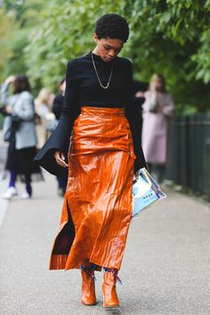 London+Fashion+Week+Street+Style+Is+All+About+The+High-Low+#refinery29+http://www.refinery29.com/2017/09/172619/london-fashion-week-street-style-spring-2018#slide-3