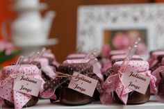 Chá em marrom e rosa com toque provençal