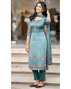 Dress Indian Style, Indian Dresses, Indian Outfits, Ladies Suit Design, New Style Suits, Patiala Dress, Indian Wedding Gowns, Neck Designs For Suits, Churidar Designs
