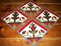 Love these mug rugs!