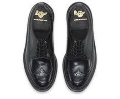The 3989 brogues were first manufactured in the mid 60's and were popular with smarter counter cultures who were fascinated with the brand and its working class outdoor product origins. This season updates with treatment in Boanil Brush leather. Beginning life as a high-shine flat color which rubs away with wear to reveal another color underneath, creating a shoe that's as individual as its wearer.