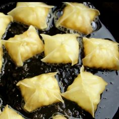 Quick and easy apple wonton recipe that will satisfy your apple pie ...