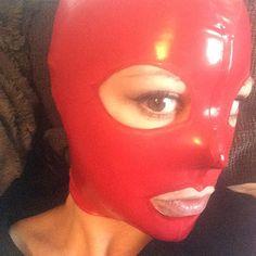 Just a basic red hood ^^. #latex #rubber #hood #latexhood