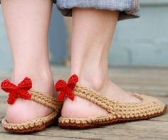 Fuente: https://www.etsy.com/listing/99260598/crochet-slipper-pattern-slingbacks-woman