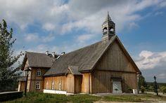 Plebania - drewniany budynek w stylu neogotyckim