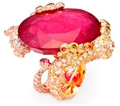 CINDY CHAO, The Art Jewel, White Label Collection Gecko Ring. Oval cut ruby (61.26cts) highlighted by colorless and yellow diamonds set in 18kt gold. Picture c/o The Jewellery Editor.