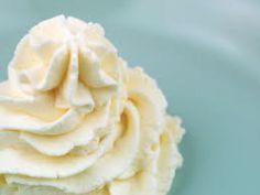 Stiffened Whipped Cream With Gelatin (sustainably sourced) | Eat Beautiful :: such a great idea!