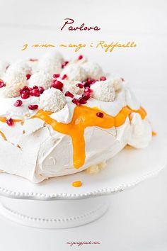 Coconut Pavlova with Raffaello pralines My pastries Creative Desserts, Fancy Desserts, Sweet Desserts, Delicious Desserts, Dessert Recipes, Meringue Pavlova, Christmas Sweets, Dessert Bread, Cupcake Cookies