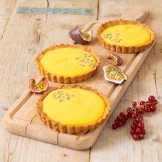 mango-passievruchtentaartjes   Macaron Manon for Dille & Kamille Quiches, Cookies Et Biscuits, Cake Cookies, Mango, Tartelette, Fika, Macarons, Cheesecake, Deserts