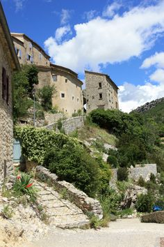 Brantes, Vaucluse, Provence - http://www.provenceguide.co.uk/home/vaucluse-in-provence/discover-vaucluse/territories.aspx
