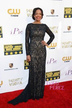 Critics' Choice Awards 2014: Aisha Tyler walks the red carpet.