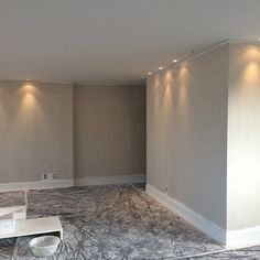 """Começando a pintar. Eu amei essa cor da suvinil """"papel picado"""" que escolhi para as paredes. Ansiosa pra começar a arrumar. Em breve fotos do ambiente arrumado. Projeto: Gizela Vilas Boas #obra #reforma #interiordesign #designdeinteriores #arquitetura #transformação #arqdecor #homedecor #instadecor #decor #decoração"""