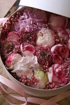 Only the French can do a beautiful box filled with florals quite like this...so lovely...takes my breath away.: