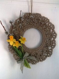 Pääsiäiskranssi Grapevine Wreath, Burlap Wreath, Crafts To Do, Diy Crafts, Crochet Kitchen, Garland, Crochet Earrings, Wall Decor, Easter
