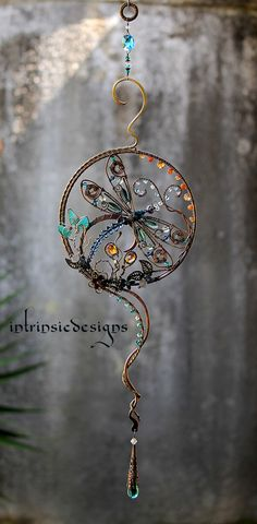 Dragonfly Suncatcher with loads of Gemstones by Cathy Heery Copper Wire Crafts, Copper Wire Art, Wire Jewelry, Beaded Jewelry, Jewelery, Butterfly Wind Chime, Dragonfly Art, Beaded Dragonfly, Sun Catcher