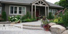 Façade champêtre | Michel Martel Paysagiste Rambler House, Driveway Border, Backyard, Patio, Front Yard Landscaping, House Front, Floral Arrangements, Facade, Ranch