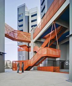 118 Subsidized Dwellings, Offices, Retail Spaces and Garage / Amann Canovas Maruri