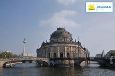 Eine Schifffahrt durch Berlin ist ein Muss für jeden Besucher! www.schulfahrt.de #Museumsinsel #Berlin #Spree