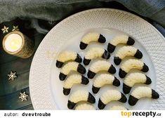 Foukané lískooříškové rohlíčky recept - TopRecepty.cz Christmas Cookies, Cantaloupe, Fruit, Food, Xmas Cookies, Christmas Crack, Christmas Biscuits, Essen, Christmas Desserts