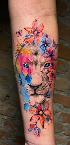 awesome lion tattoo ideas for girls  © tattoo artist • Shimizu |  São Paulo - 🇧🇷✯ • @fernandoshimizu 💕💕💕💕💕 Animal Tattoos For Women, Hip Tattoos Women, Baby Tattoos, Sleeve Tattoos For Women, Girl Tattoos, Pretty Tattoos, Cute Tattoos, Amazing Tattoos, Colour Tattoo For Women