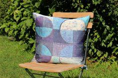Oblò - cuscino 100% seta- silk handmade batik unique piece Throw Pillows, Handmade, Toss Pillows, Hand Made, Decorative Pillows, Craft, Decor Pillows, Scatter Cushions, Handarbeit