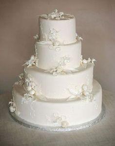 Loooooove this cake! Types Of Wedding Cakes, White Wedding Cakes, Take The Cake, Love Cake, Wedding Ideas Board, Wedding Planning, Wedding Inspiration, Red And White Weddings, Traditional Wedding Cake