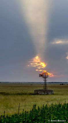 Windmill at Sunset ~ Photo by. Pretty Pictures, Cool Photos, Beautiful World, Beautiful Places, Old Windmills, Country Scenes, Old Barns, Farm Life, Belle Photo
