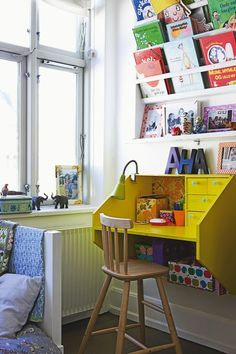Such a happy space to sit. Great book display.
