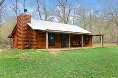 Log cabin on 20 acres of beautiful  open land, hidden away for complete comfort and leisure. Only 1 hour north of Houston. A perfect weekend home, retirement or investment property